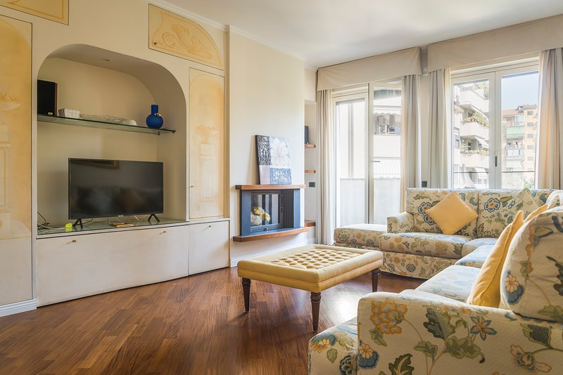 MILANO NICE APARTMENT, COZY 3 BEDROOM HOME, UP TO 6 GUESTS, vakantiewoning in San Donato Milanese