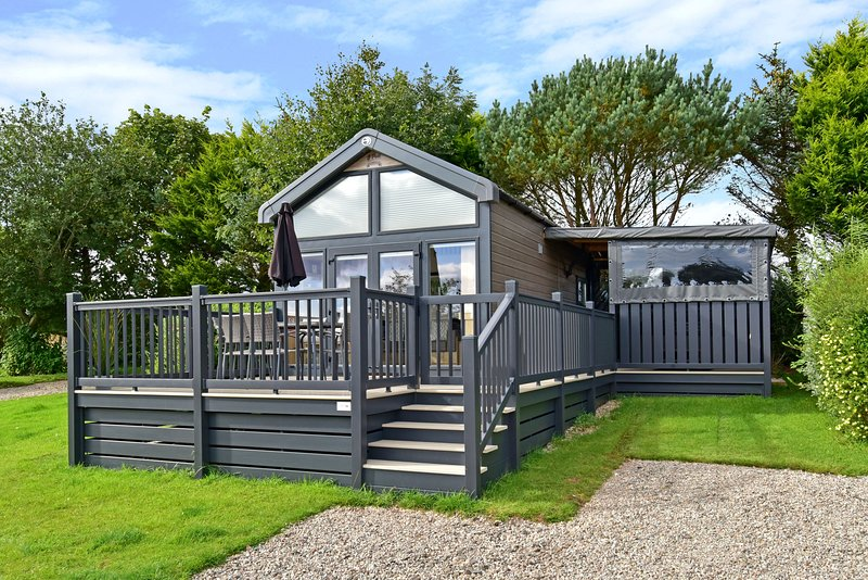 Ecclesgreig Holiday Park - Glamping Pod with Hot-Tub, vacation rental in Johnshaven