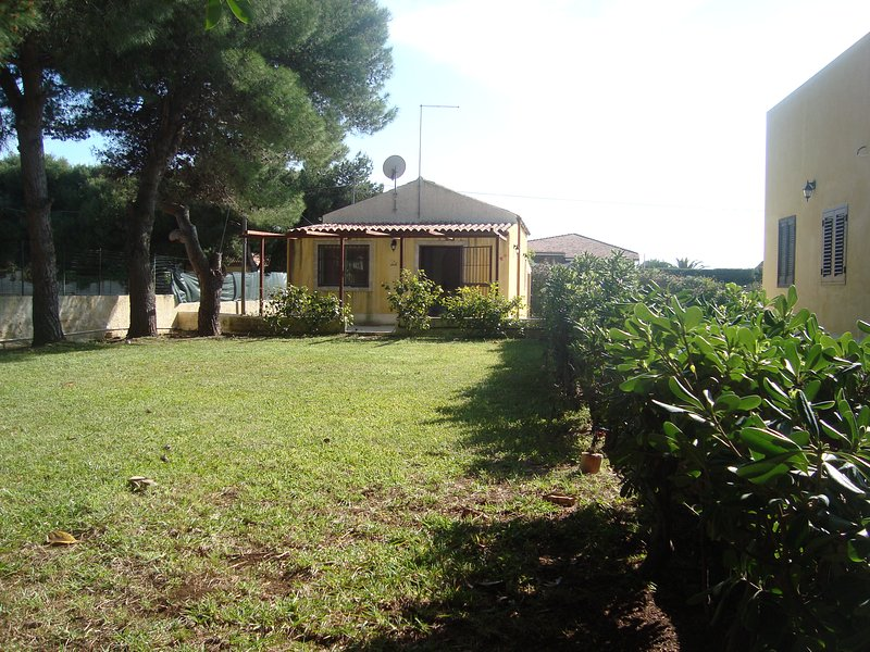 VILLA STELLA MARINA CON 2 APPARTAMENTI, location de vacances à Plemmirio