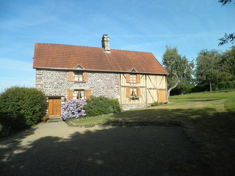 Lovely holiday gite in Barenton set in the rolling hills of Lower Normandy, location de vacances à Barenton
