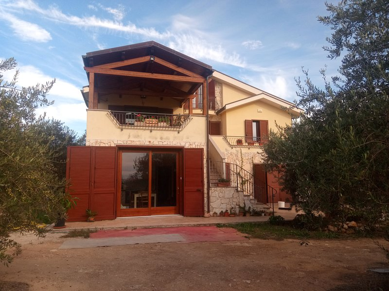Sardegna Nord-Ovest Vacanze relax nel verde, holiday rental in Ploaghe