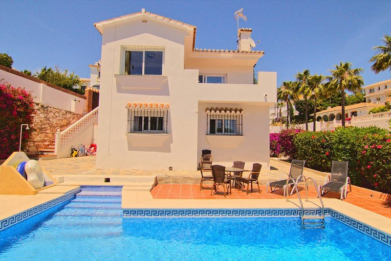 Amazing villa with swimming-pool, holiday rental in Sitio de Calahonda