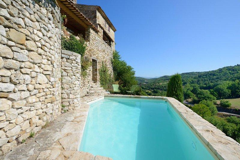 La villa du Tilleul à Oppedette, gîte d'exception dans le Luberon piscine, aluguéis de temporada em Oppedette