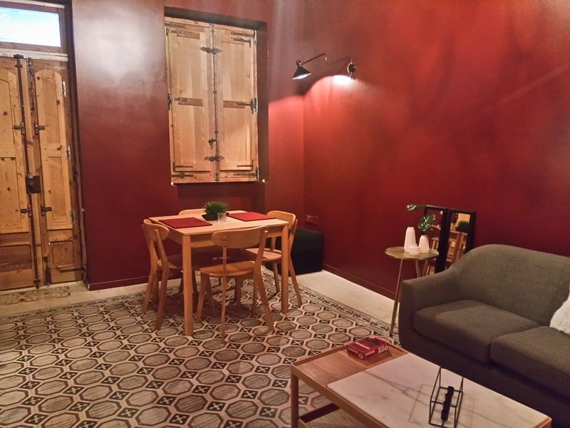 Squadron Base Accommodation (Private Room close to Malta International Airport), vacation rental in Qrendi