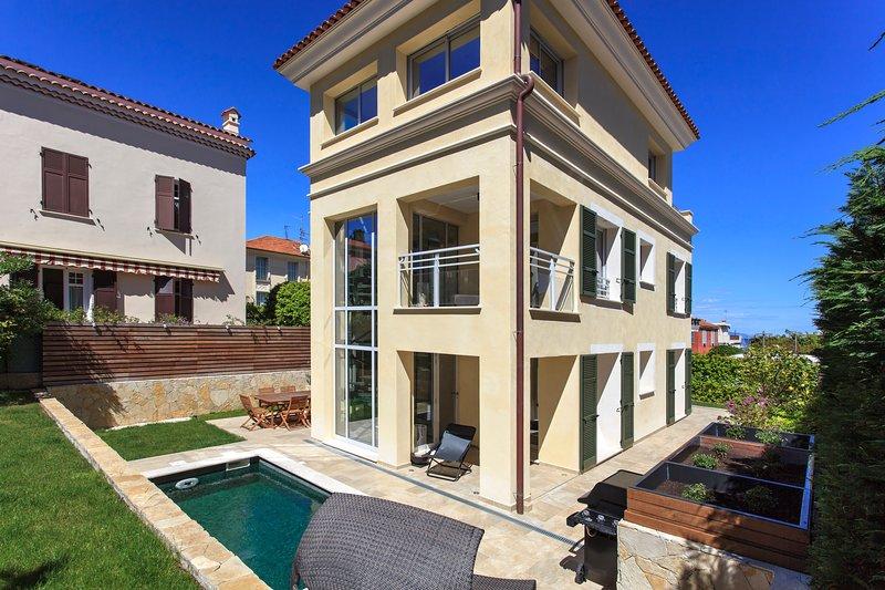 NEW!! Luxury villa with pool, St Jean Cap Ferrat, vacation rental in Monaco-Ville