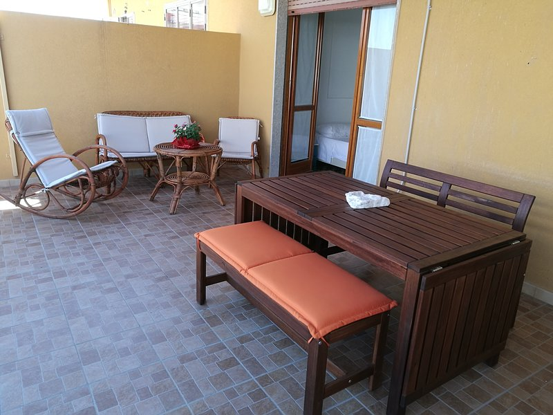 Nice apt near the beach & terrace, holiday rental in Pozzallo