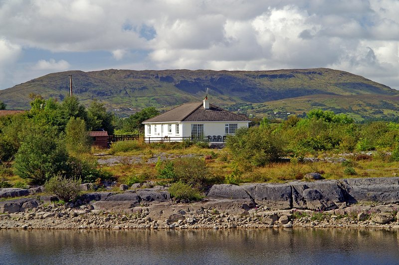 327- Dringeen Bay, Cong, vacation rental in Cong