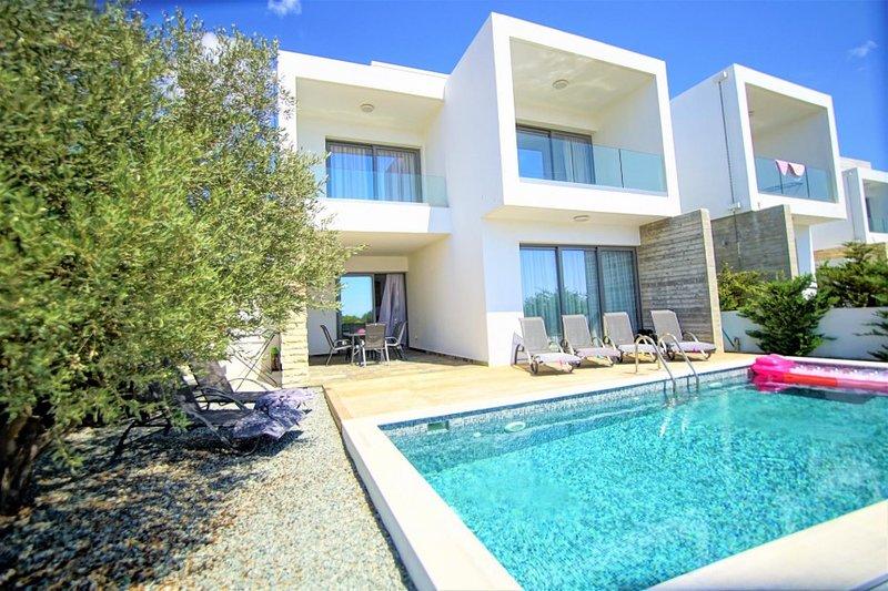 Lemon Grove Modern Villa, aluguéis de temporada em Emba