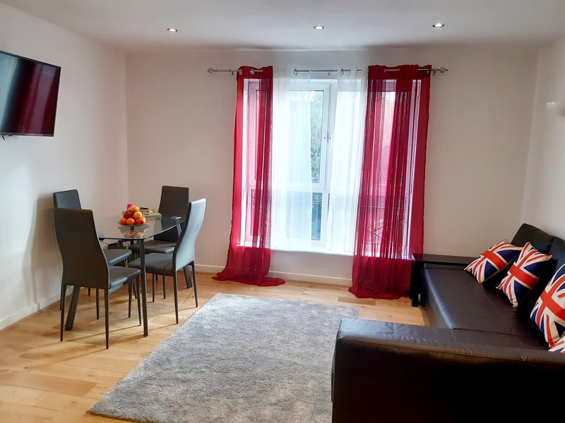 Centro Serviced Apartment in Town Centre, holiday rental in Weedon