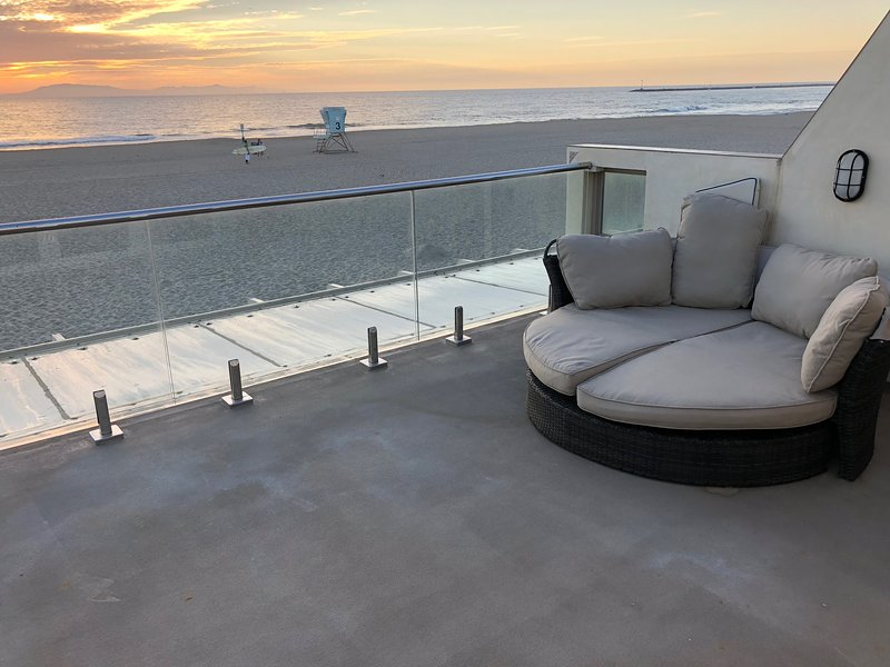 Gorgeous Beachfront Home on Silverstrand Beach, holiday rental in Port Hueneme