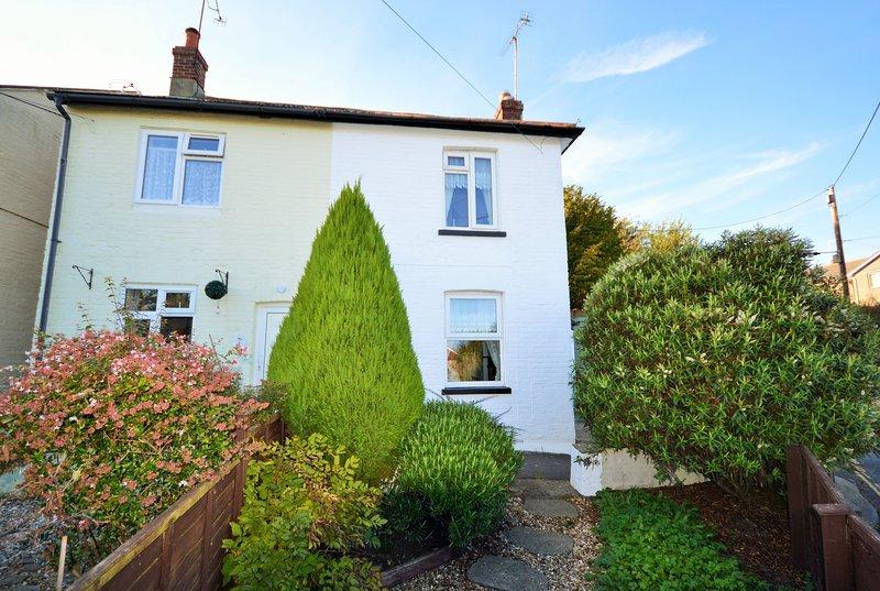 Charnwood Cottage - 2 bedrooms, sleeps 4, holiday rental in Brading