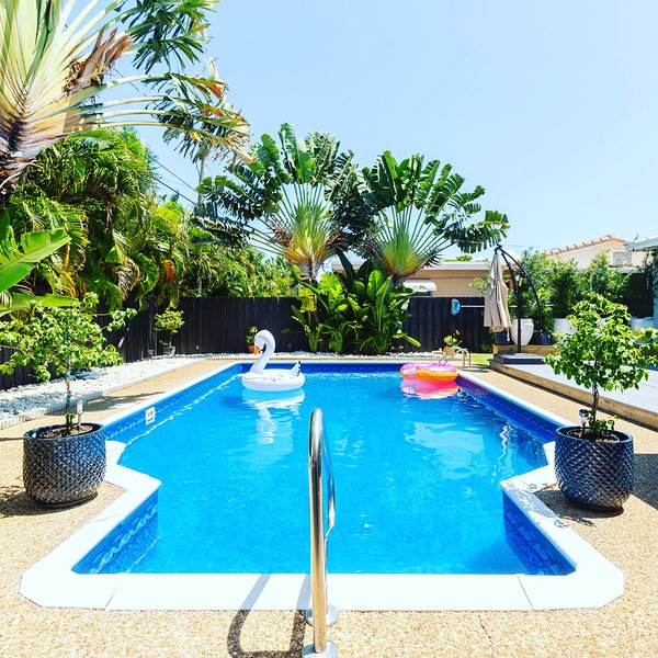 Just Listed! Private Pool, Renovated and Newly Furnished. Downtown Delray Beach!, location de vacances à Manalapan