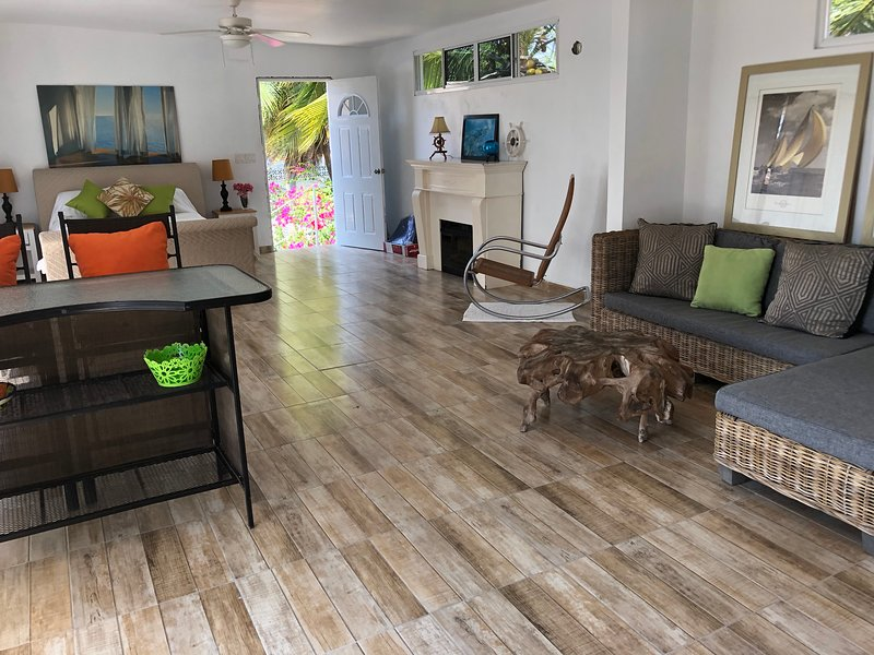 Seaside Suites & Loft, holiday rental in Playa Coronado