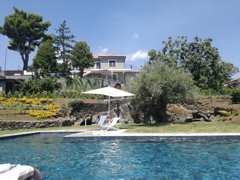 Casa Di Sara - Villa with private pool - 4 Rooms / 5 bathroom /  max 12 guests, holiday rental in Pennisi