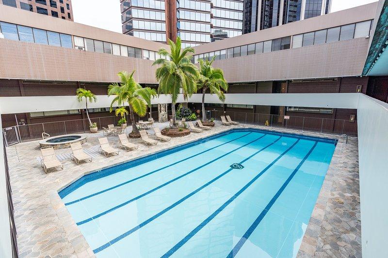 Spacious Downtown Executive Retreat   Free Parking, alquiler de vacaciones en Aiea