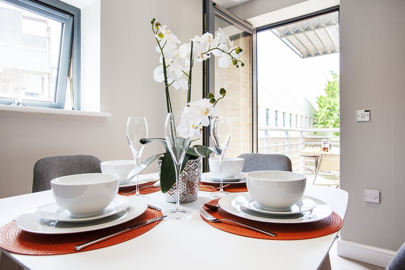 The Wesley, Luxury apartment in Central Oxford, vacation rental in Botley