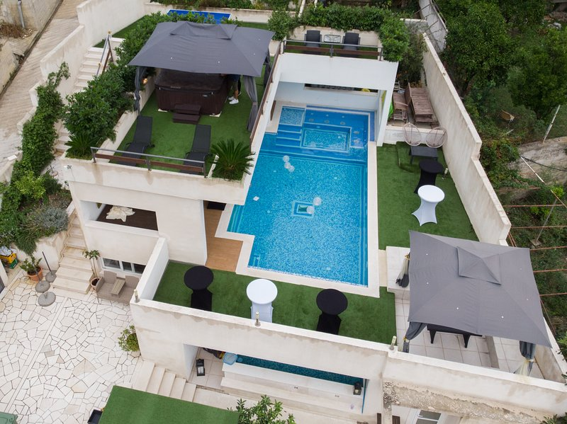 Villa Luciana Residence - Luxury Estate with 2 pools and Spa near Dubrovnik, alquiler de vacaciones en Mlini
