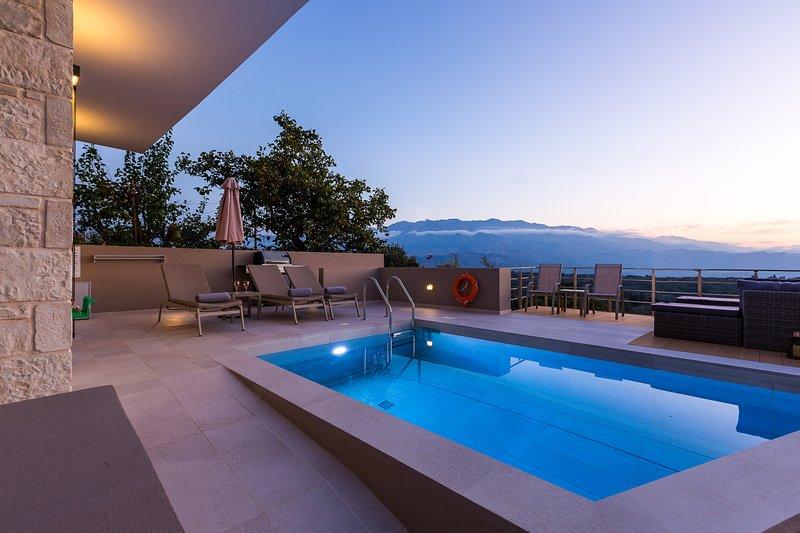 Villa Upper View 2 | Luxury villa, mountain view, location de vacances à Malaxa