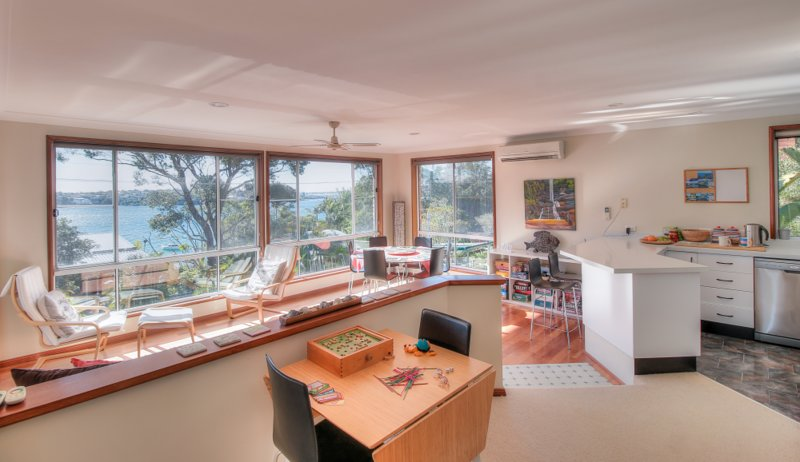 Relaxing Family and Friends Beach Retreat with Views, holiday rental in Bundeena