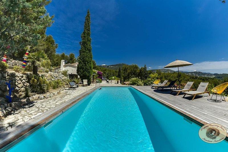 Propriété de charme avec piscine chauffée et tennis., holiday rental in Var