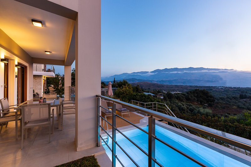 Upper view villa1 | luxury, serenity, mountain view, location de vacances à Malaxa
