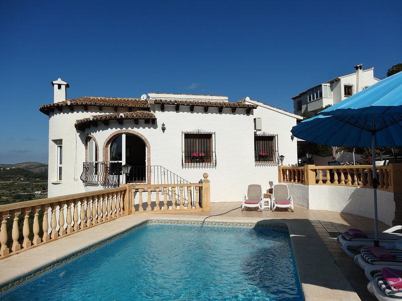 Luxury villa, Monte pedreguer, Private pool, air con, wifi, sleeps 6, sea views., vacation rental in Sagra
