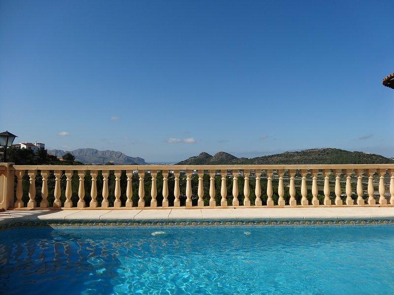 Luxury villa, Monte pedreguer, Private pool, air con, wifi, sleeps 6, sea views., vacation rental in Muntanya la Sella