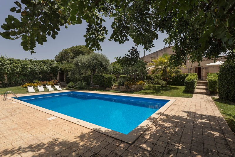 Amazing apartment with shared pool, holiday rental in Pedalino