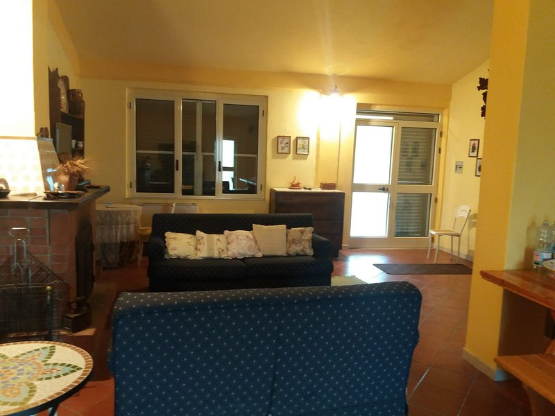 Nice house with mountain view, holiday rental in Pietragalla