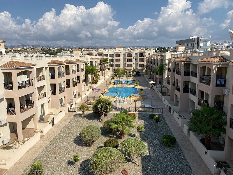 LUXURIUS 2BED 2BATH APARTMENT ON TOURIST AREA, vacation rental in Paphos