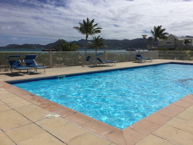 Nice studio with shared pool & Wifi, location de vacances à Baie Nettle