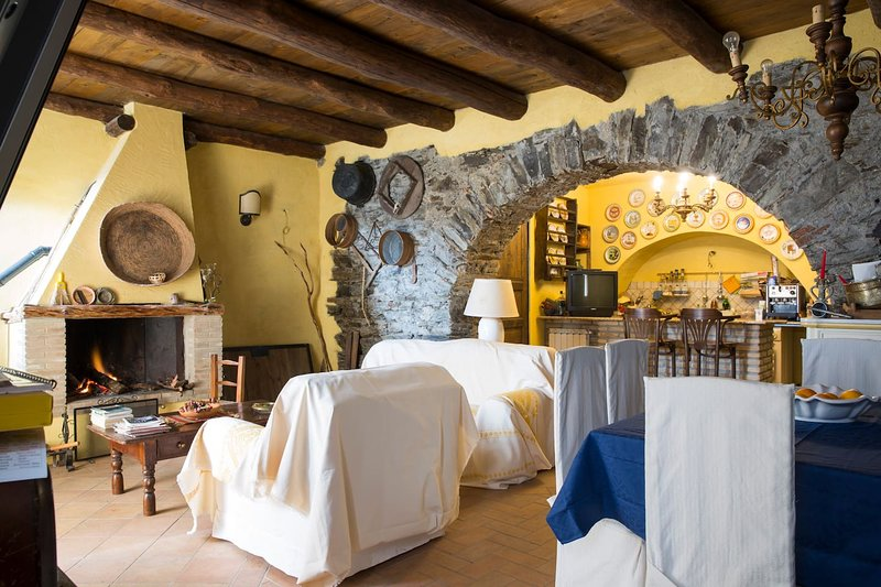 Spacious house with balcony & Wifi, vacation rental in Serri
