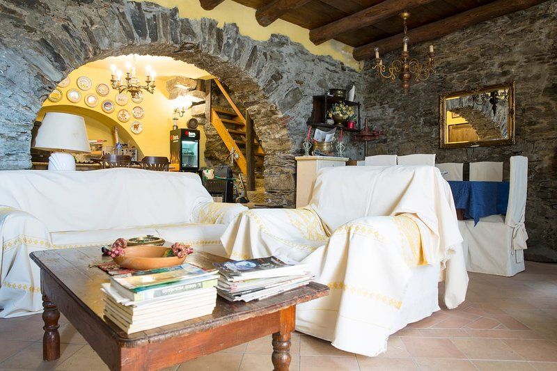 Spacious house with balcony & Wifi, vacation rental in Escolca