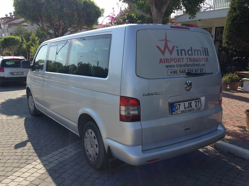 Our licensed airport transfer company  ensure a stress free transfer  right into  the holiday home