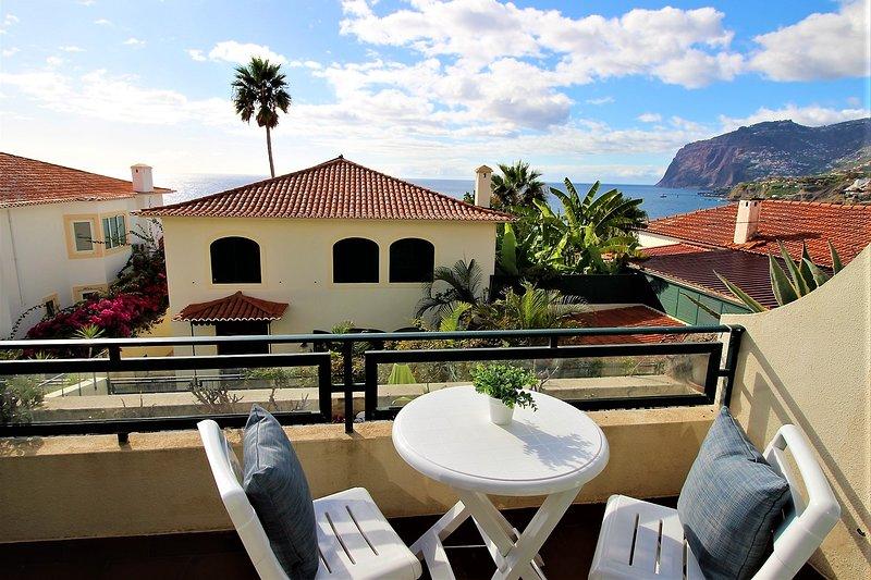 Madeira Ocean Cliffs Apartment - Sunset Sea View on Cabo Girão, aluguéis de temporada em São Martinho