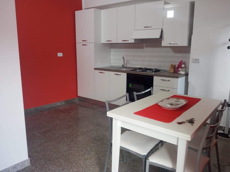 Beautiful apt near the beach & Wifi, location de vacances à Castroregio