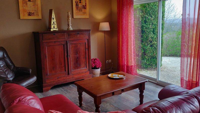 Villa Rosa Maison de vacances spacieuse, environs calme, piscine privée chauffée, holiday rental in Tourtoirac