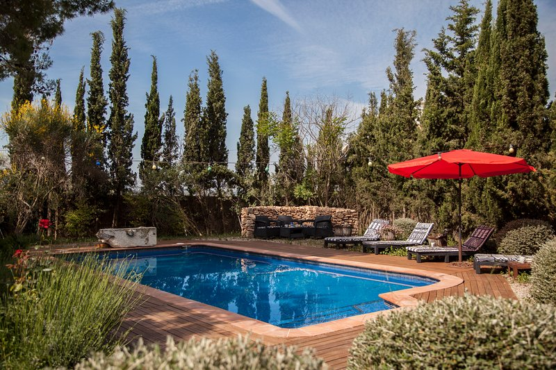 Catalunya Casas: Cozy Villa Franca with rustic vibes, 12 km to the beach!, vacation rental in Subirats