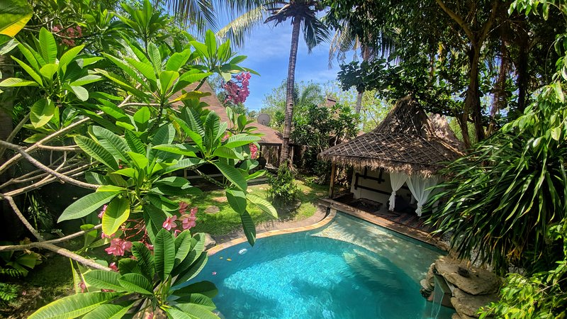 Bhuvana Private Villa ~ with Netflix, PS4 VR & Electric Bicycle Provided, holiday rental in Gili Trawangan