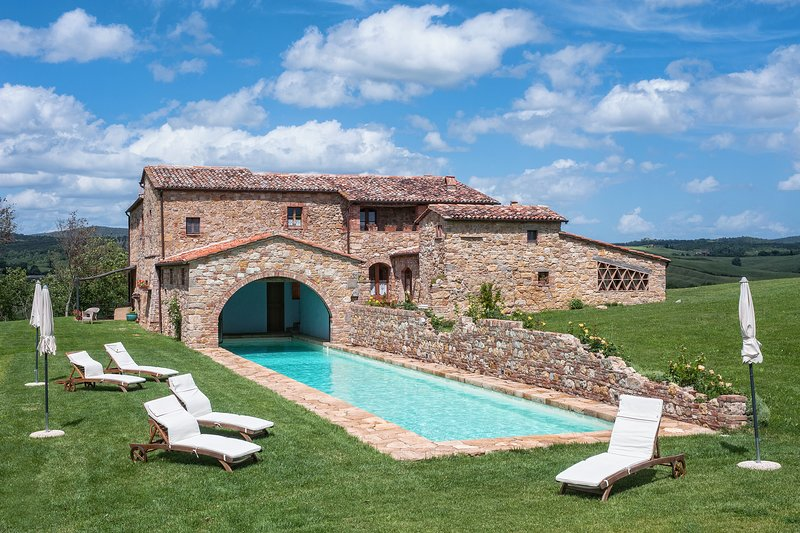 Podere Orcia, Val d'Orcia accommodation with pool for 14 persons with A/C, alquiler vacacional en Pienza