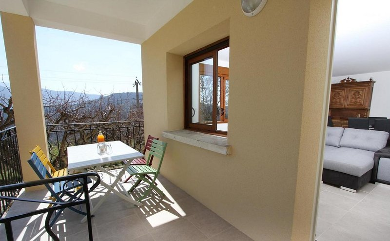 Nice house with mountain view – semesterbostad i Eygaliers