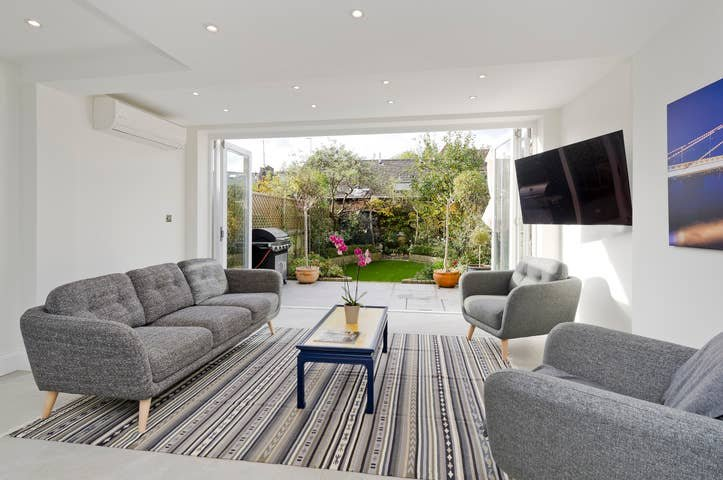 Long Stay Discounts - Spacious 4Bed Battersea, vakantiewoning in Mitcham