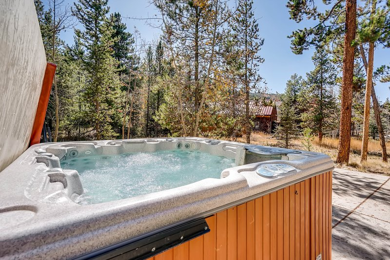 Private Hot Tub & Walking Distance to Gondola-4Br Sleeps 14, location de vacances à Keystone