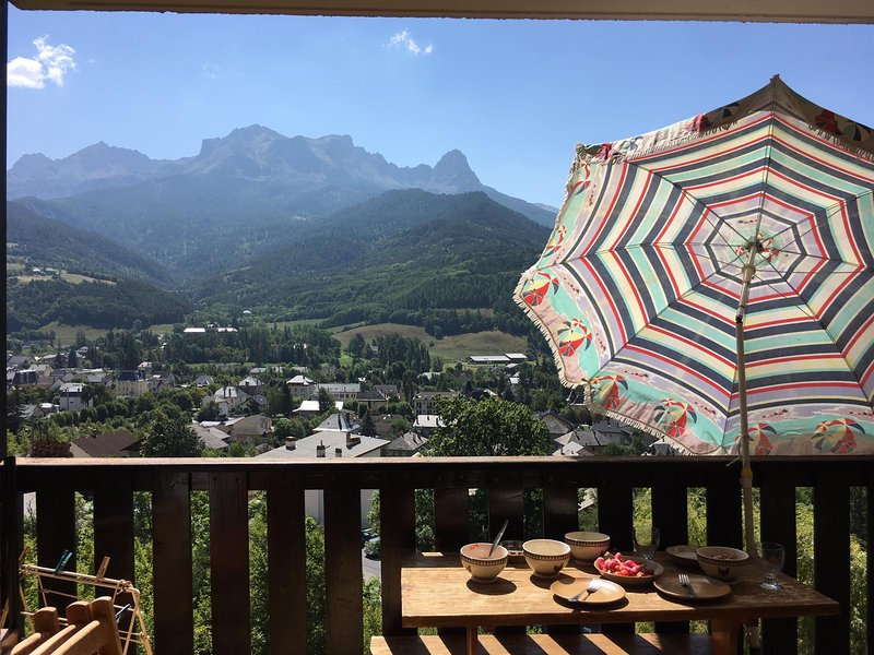 Nice apt with mountain view, holiday rental in Enchastrayes