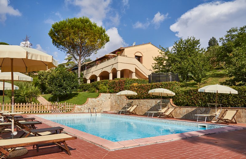 Apartment in a villa with Pool, vacation rental in Terricciola