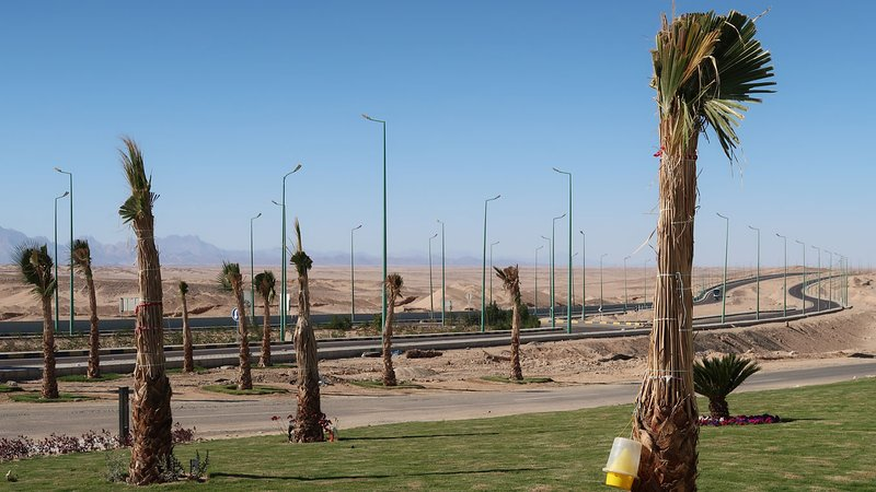 From the entrance of the resort you can easily reach the big road to Hurghada.