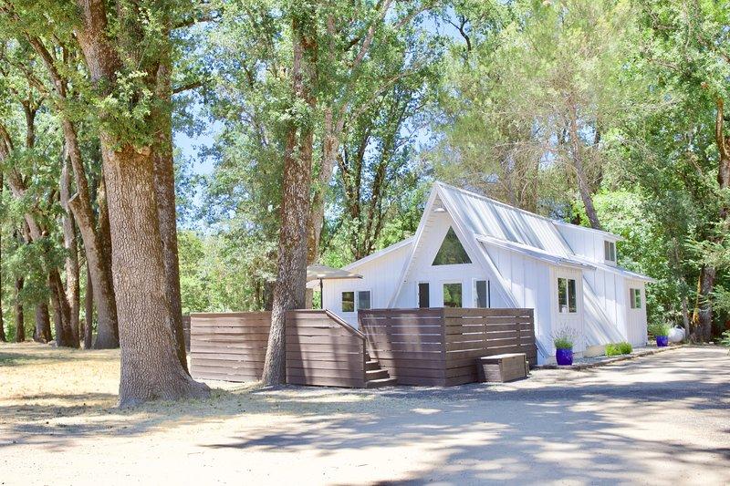Alder Lodge, holiday rental in Cobb