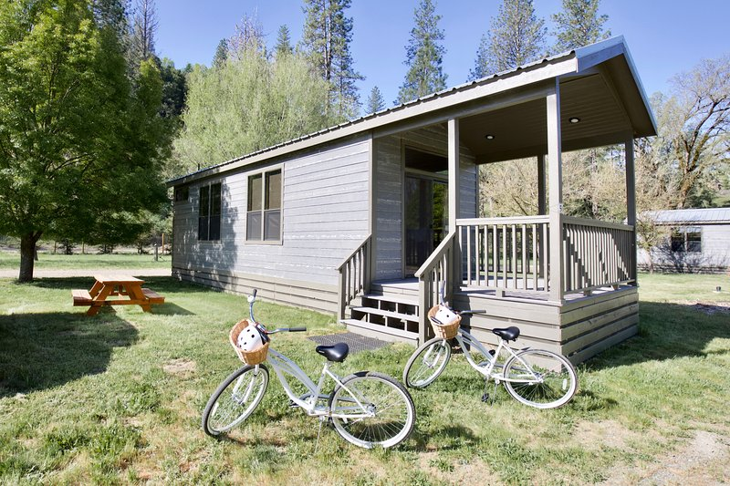Double Queen Cottage, holiday rental in Cobb