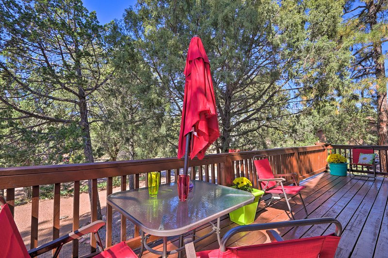 Tonto National Forest Retreat w/ Deck & Fire Pit!, alquiler vacacional en Star Valley