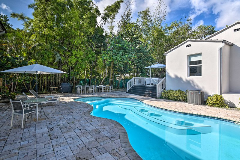 NEW! Modern Miami Villa Oasis w/Pool ~5Mi to Beach, casa vacanza a Miami Gardens